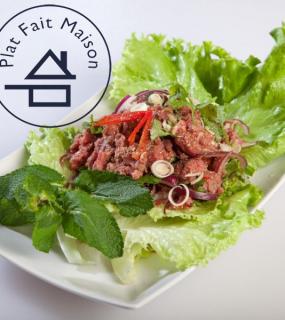 Salade de bœuf tartare aux herbes aromatiques Thai